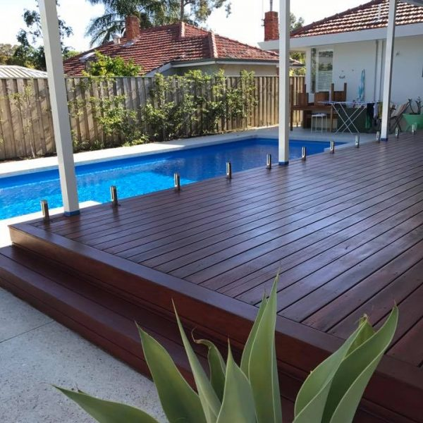 INSTALLATIONS - Blue gum Decking 600x600